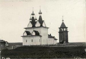 Окрестности Пинеги. Село Пиринемь, Георгиевская церковь 1717 года и колокольня 1750 года