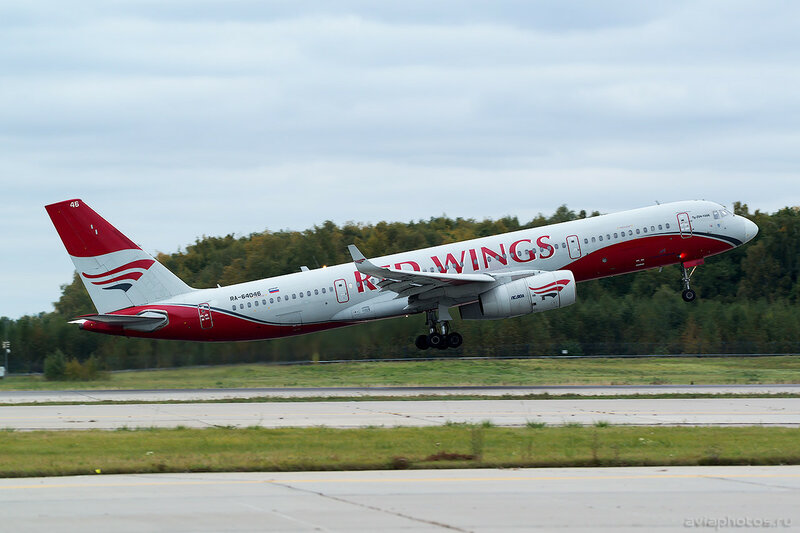 Туполев Ту-204-100Б (RA-64046) Red Wings 0127_D805532
