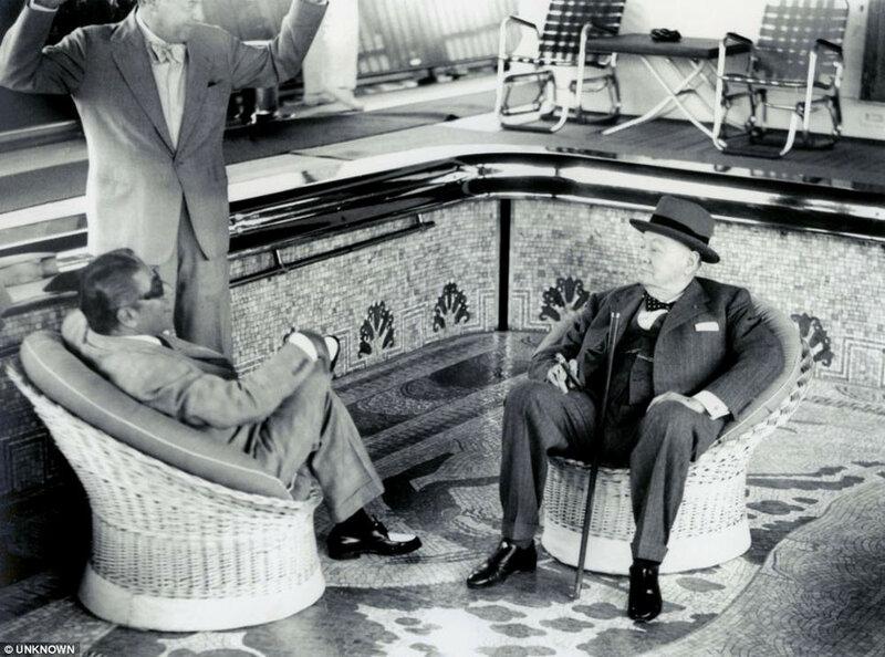 14_Churchill-with-Aristotle-Onassis.jpg