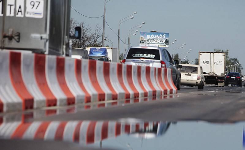 В связи с мероприятиями ко Дню Достоинства и Свободы в Киеве закроют движение транспорта по Владимирскому проезду