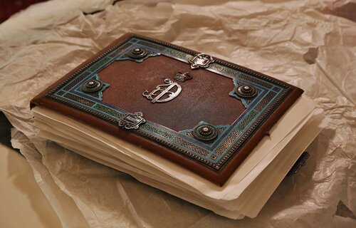 Неповторимый альбом с фотоснимками царской семьи передан Ливадийскому музею