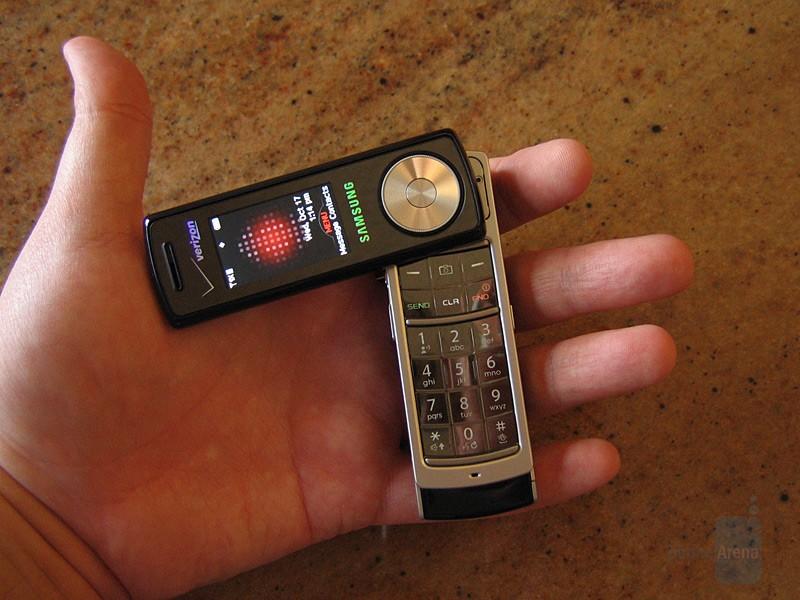 Как следует из названия, телефон был нацелен на любителей музыки. Он поддерживает широкий спектр муз