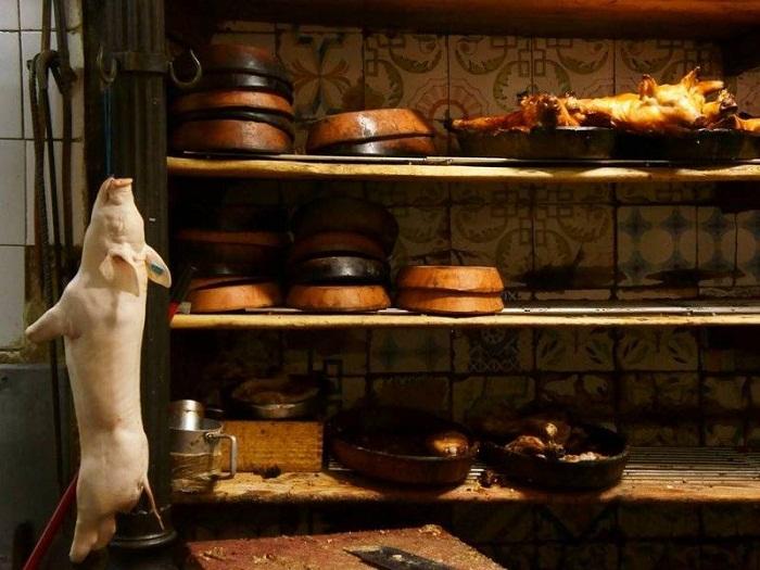 Специализацией ресторана является кастильская кухня. Фирменные и самые любимые блюда у посетителей —