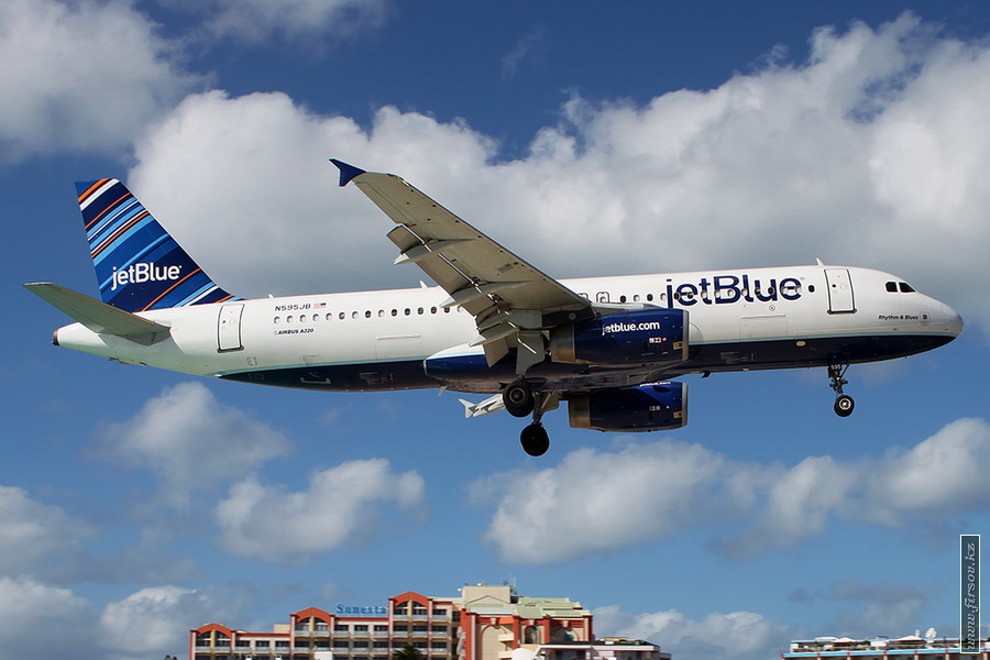 A-320_N595JB_JetBlue_Airways_2_SXM_for_zps9049e14d.JPG