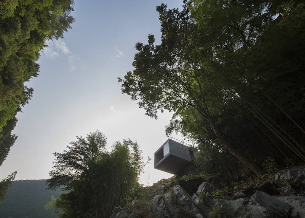 Contemporary Japanese Fishing Cabin by Masato Sekiya