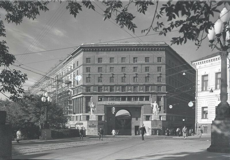 Жилой дом военно-инженерной Академии на Яузском бульваре. Вид от Покровского бульвара.