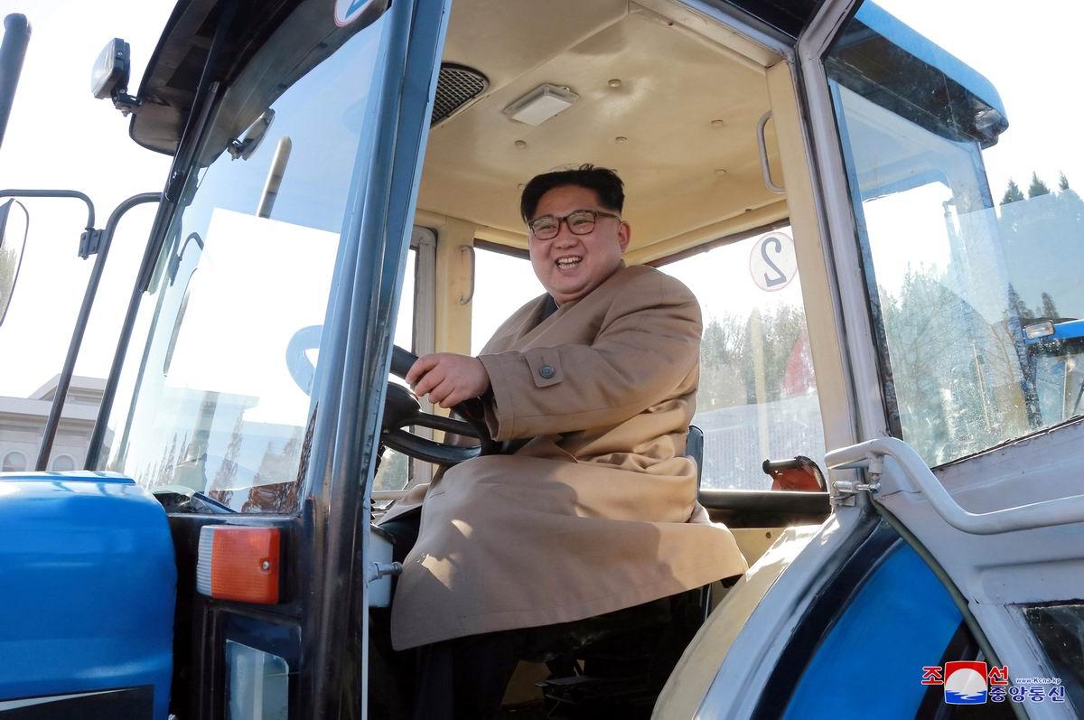 Первый парень на деревне: Северокорейский тракторист