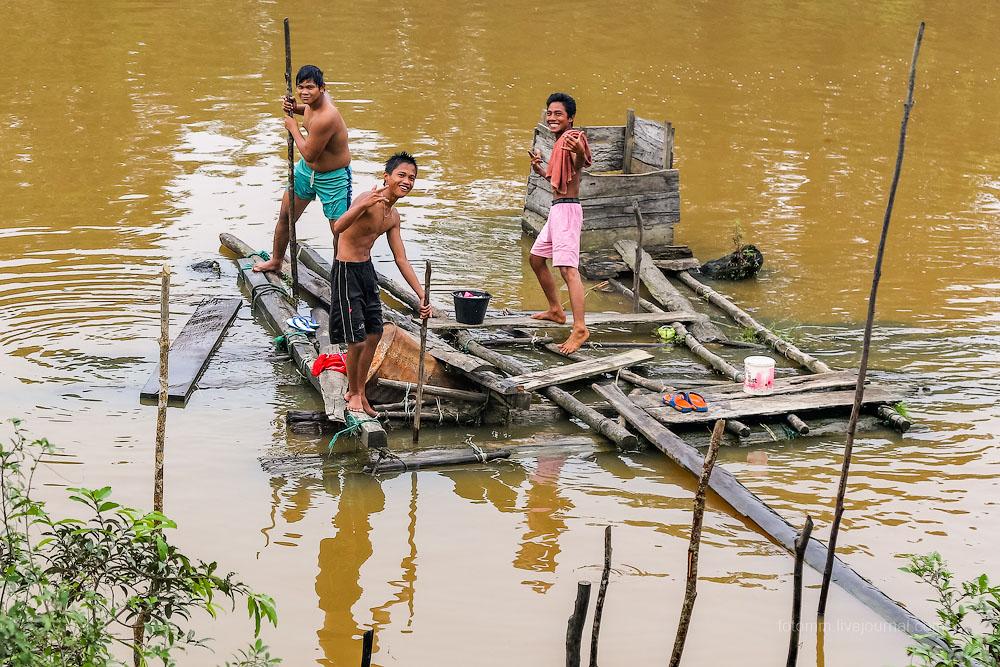Суматра. Жизнь у реки и немного вуайеризма.