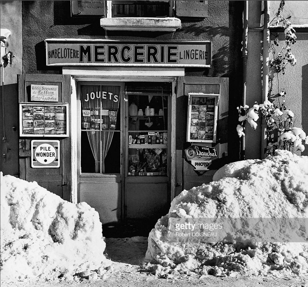 1961. Магазин галантерейных изделий мадам Ганьер зимой. Лаффре