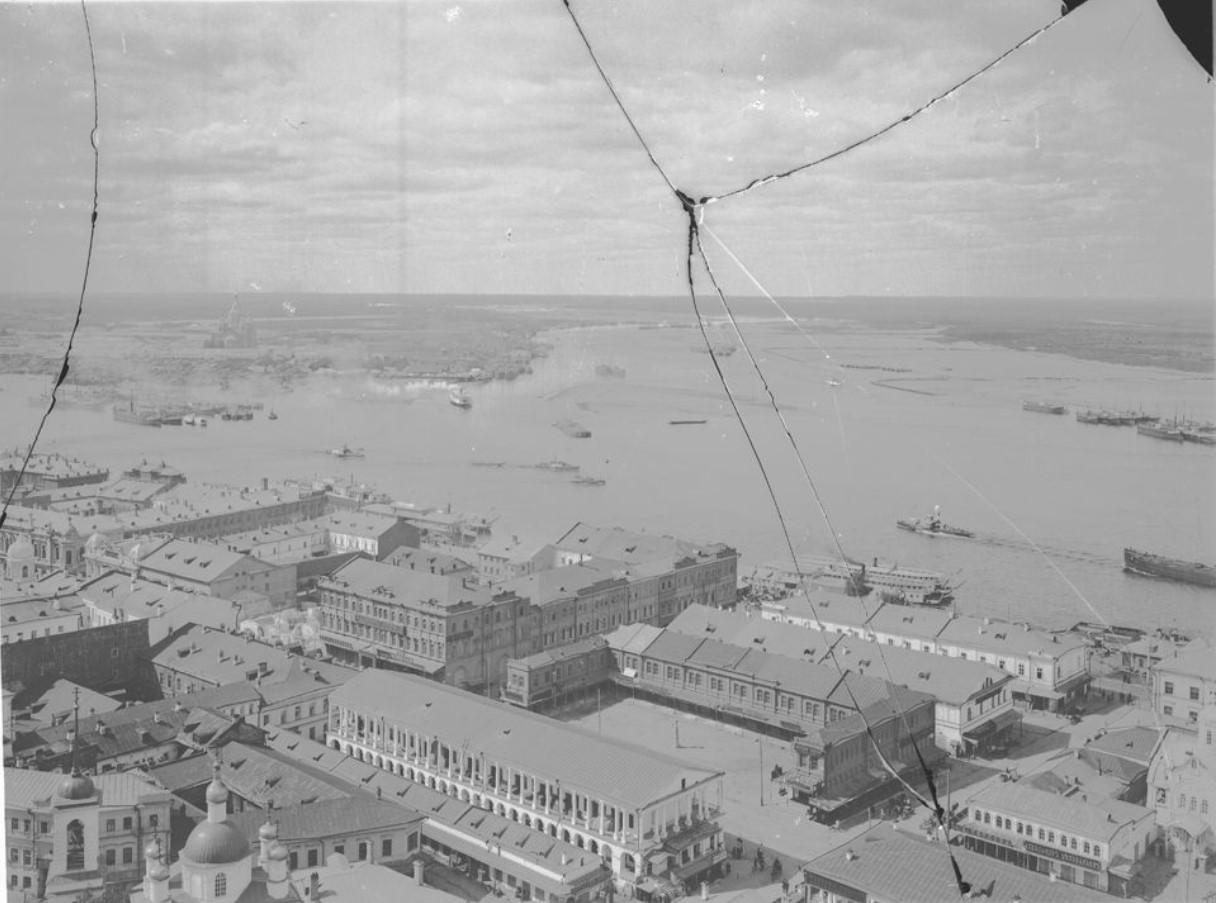 Вид на Нижний базар и заречную часть города