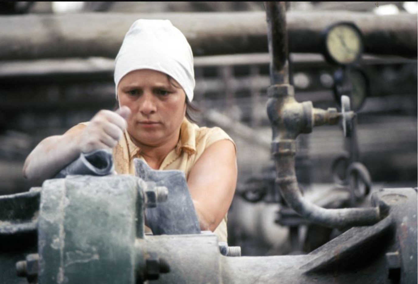 Женский труд на местном предприятии