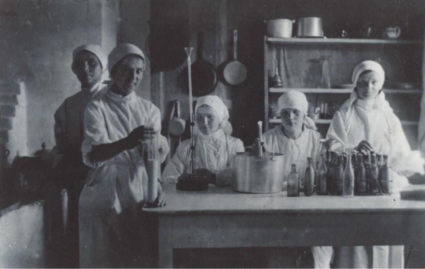 1934. Работницы молочной кухни