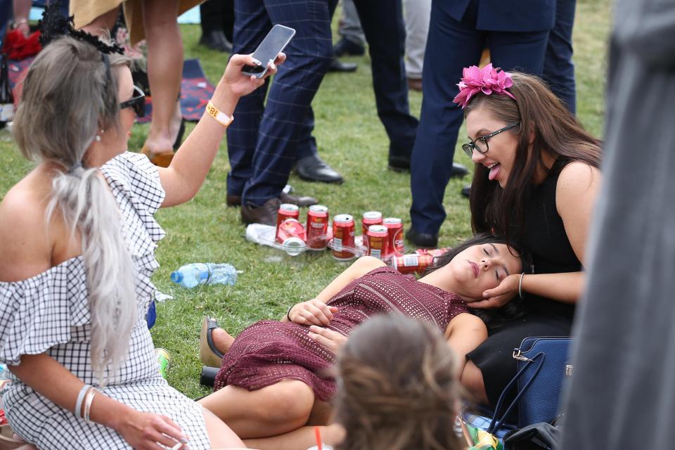 Пьяные леди на Кубоке Мельбурна