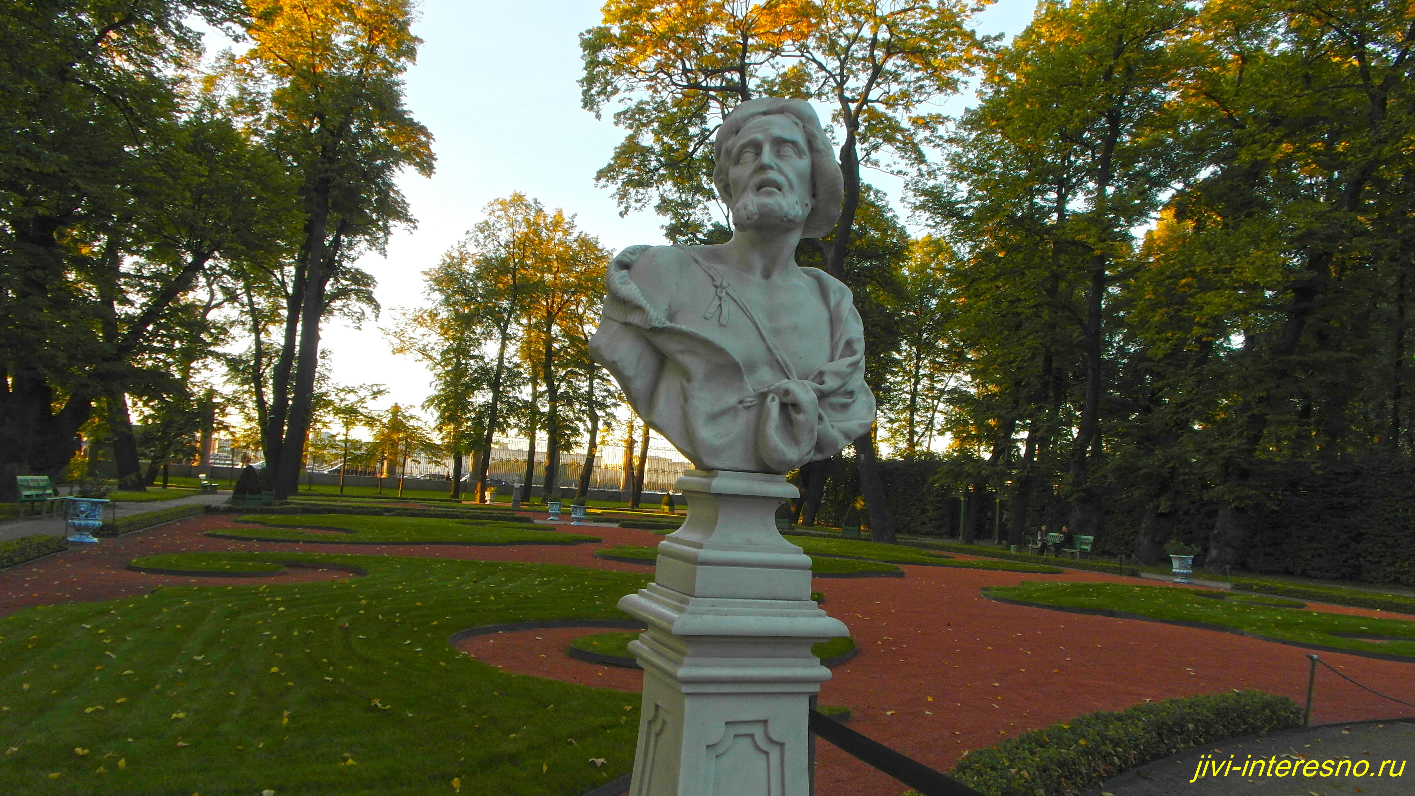 Сентябрь в Летнем саду, Бюст Диогена