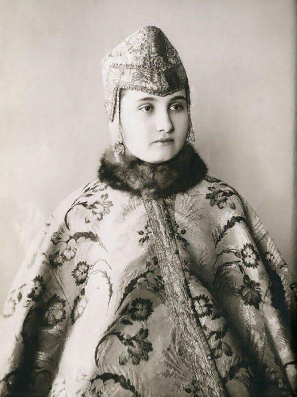 0 17a7e8 e8d4d01 XL - Девушки в древних славянских костюмах на старинных фотографиях