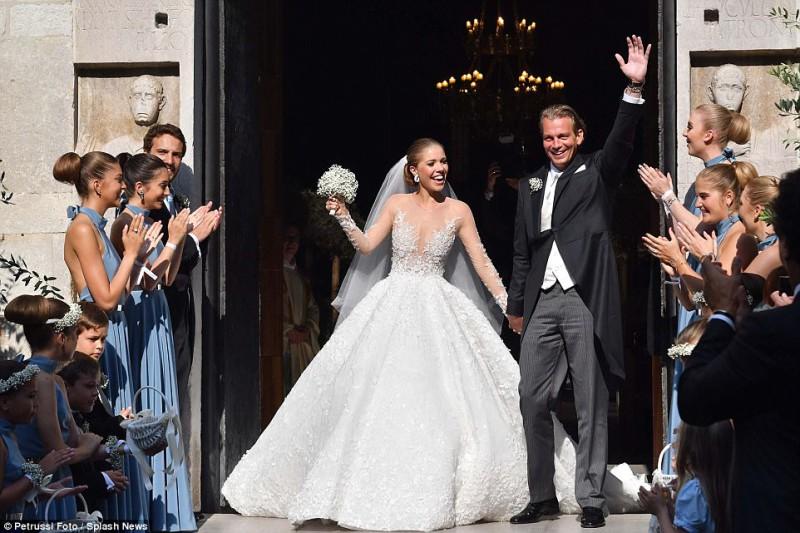 Наследница империи Swarovski вышла замуж в платье за миллион долларов