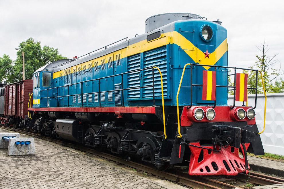 34. Маневровый тепловоз ТЭМ15 №017. Построен в 1988 году на Брянском машиностроительном заводе.