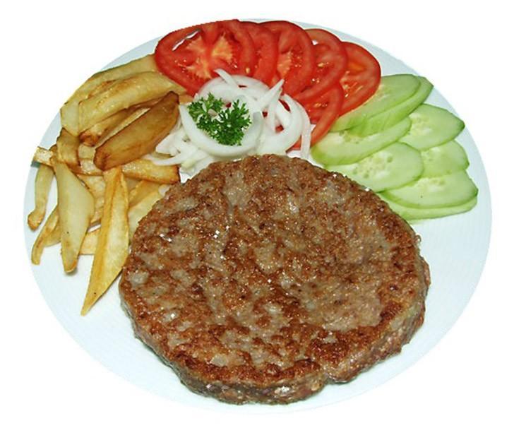 23. Сербия: плескавица   Это балканское блюдо делают из разного вида фарша. Традиционную сербск
