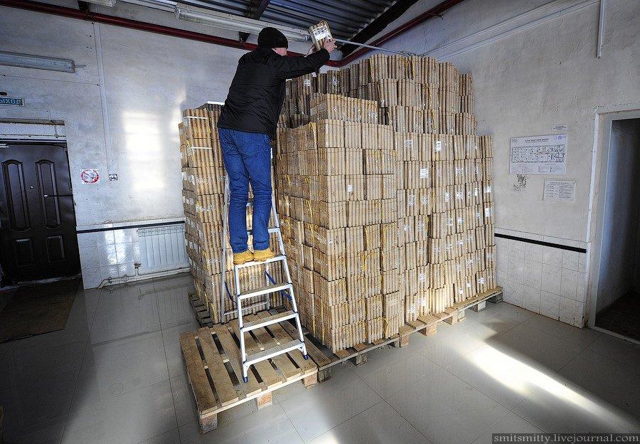 Начальник производства завода пиротехники Юлия Грачева рассказала, что на следующий день после салют