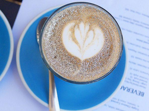 Метод украшения кофейного напитка был изобретён в начале этого года торговой маркой Coffee by Di Bel