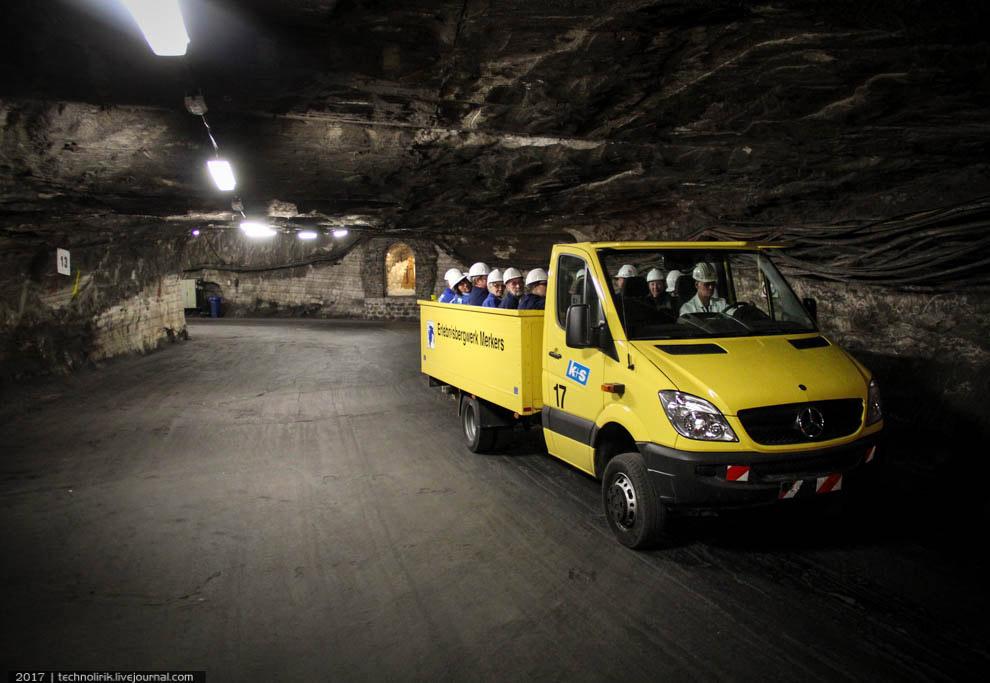 8. Первая остановка экскурсионной программы находится недалеко от точки старта — это музей шахты. Он