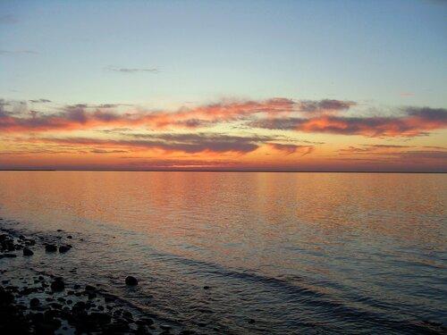 У моря, на закате