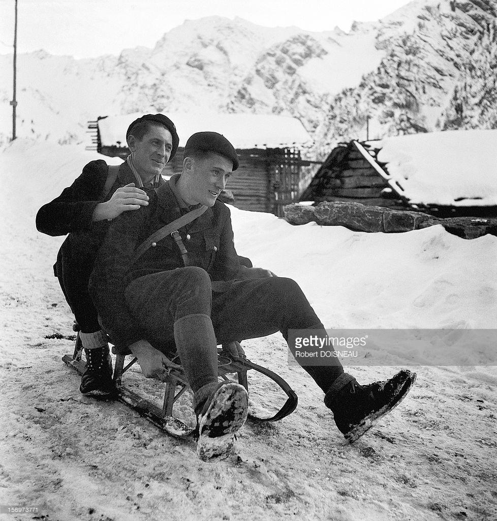 1947. Сотрудники таможни (Верхние Альпы) в Сен-Веран