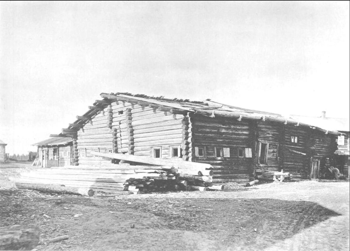 Старый дьяческий дом [курной], где отец Иоанн провел свое детство. 1891