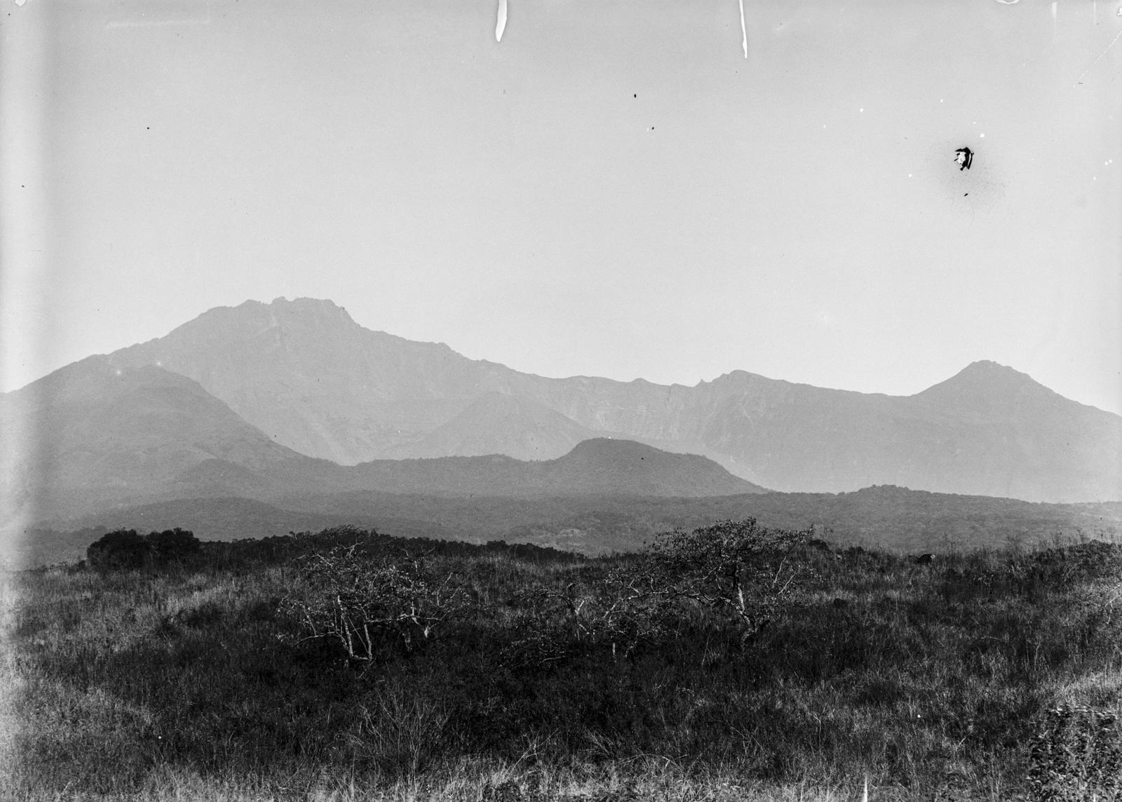 236. Кратер горы Меру