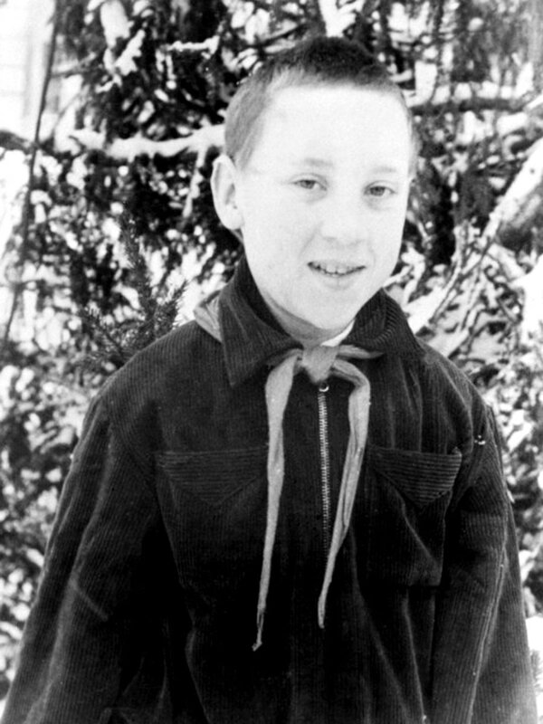 Володя Высоцкий в зимнем пионерском лагере Подмосковья. Январь 1951 года