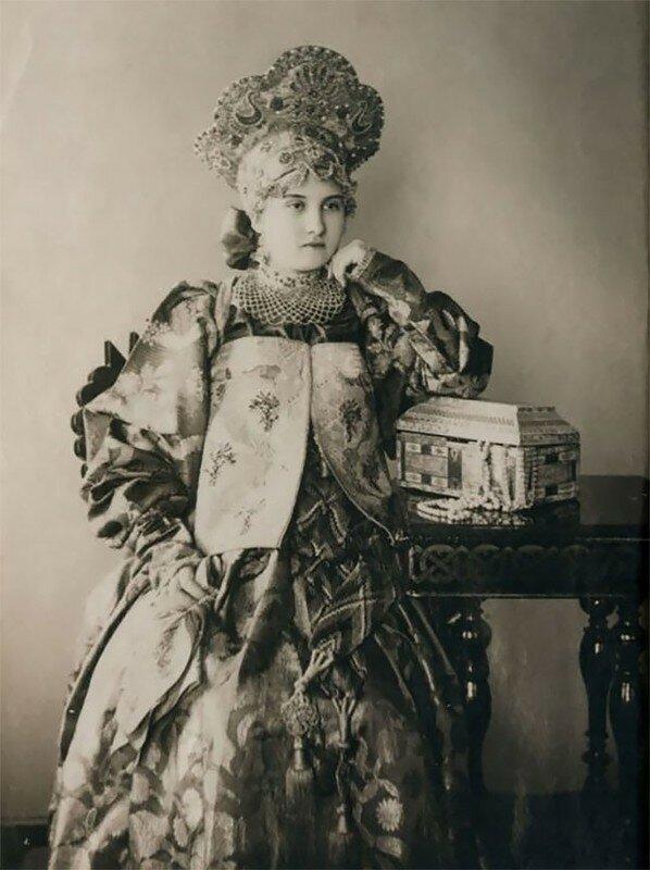 0 17a7f2 db970f75 XL - Девушки в древних славянских костюмах на старинных фотографиях