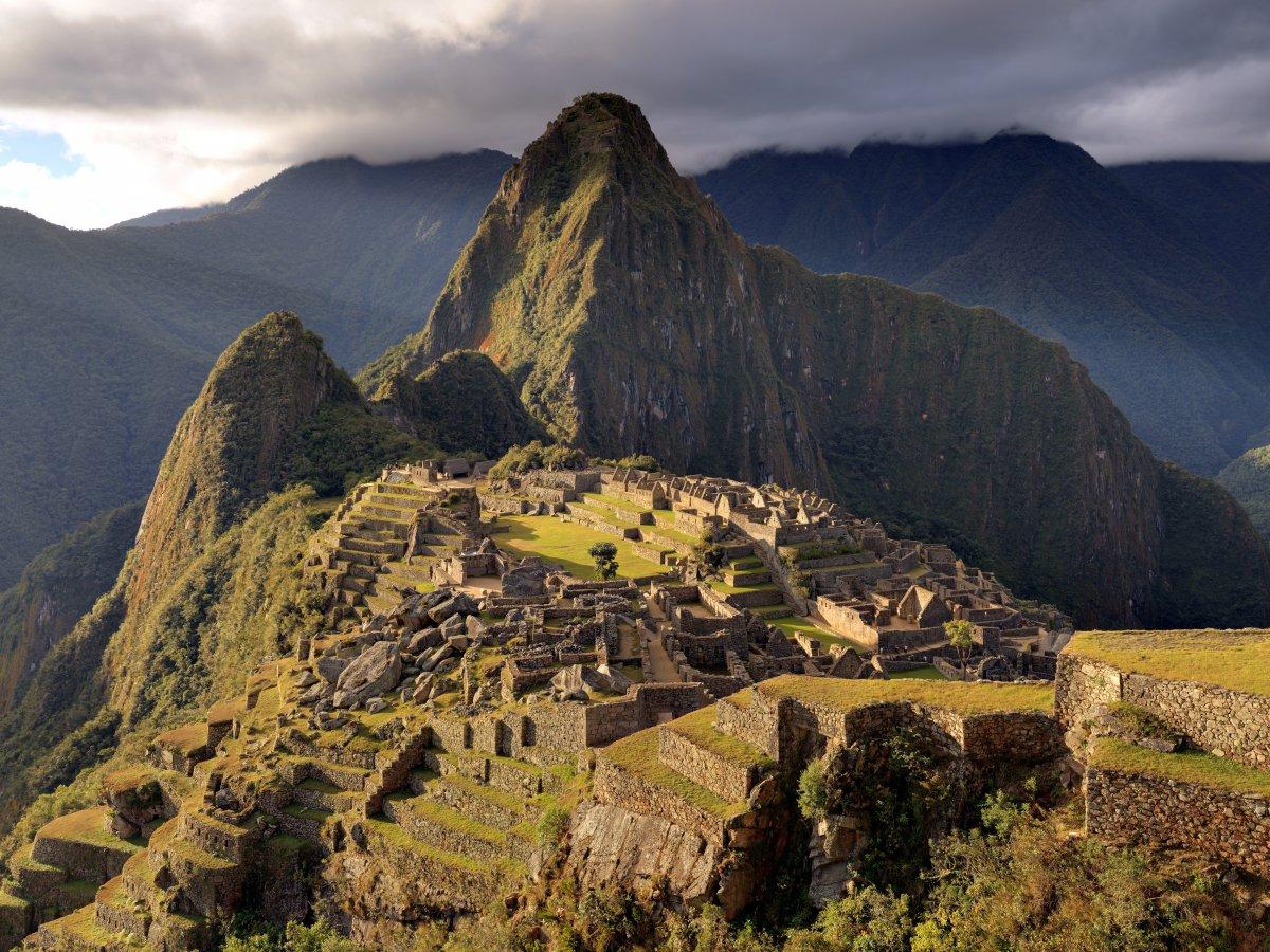 Мачу-Пикчу, расположившийся на вершинах Перуанских Анд, — лучший экземпляр архитектуры инков. Археол
