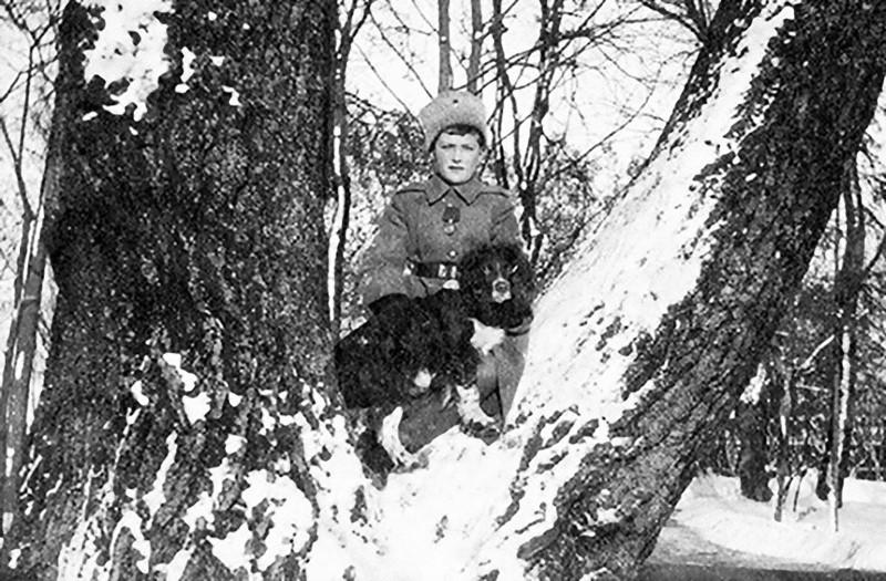 5. Дела шли все хуже и хуже. В апреле 1918 года прибыл комиссар, некий Яковлев, с приказом перевезти