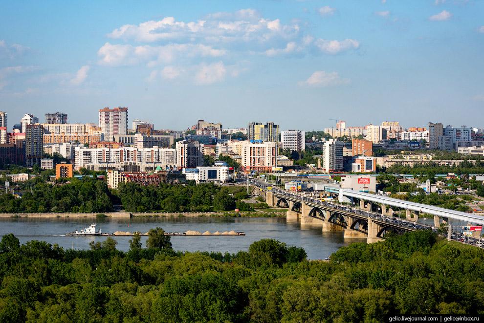 57. Общая протяжённость моста превышает 2 километра, длина надводной части 840 метров, ширина 24 мет