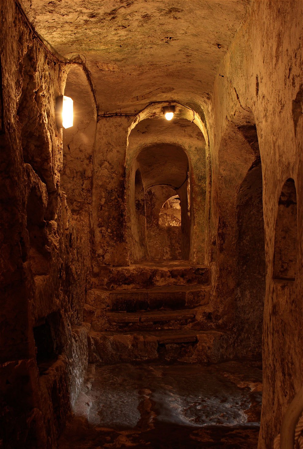 Катакомбы сохранились практически в идеальном состоянии, поскольку в древности их стены покрывали из