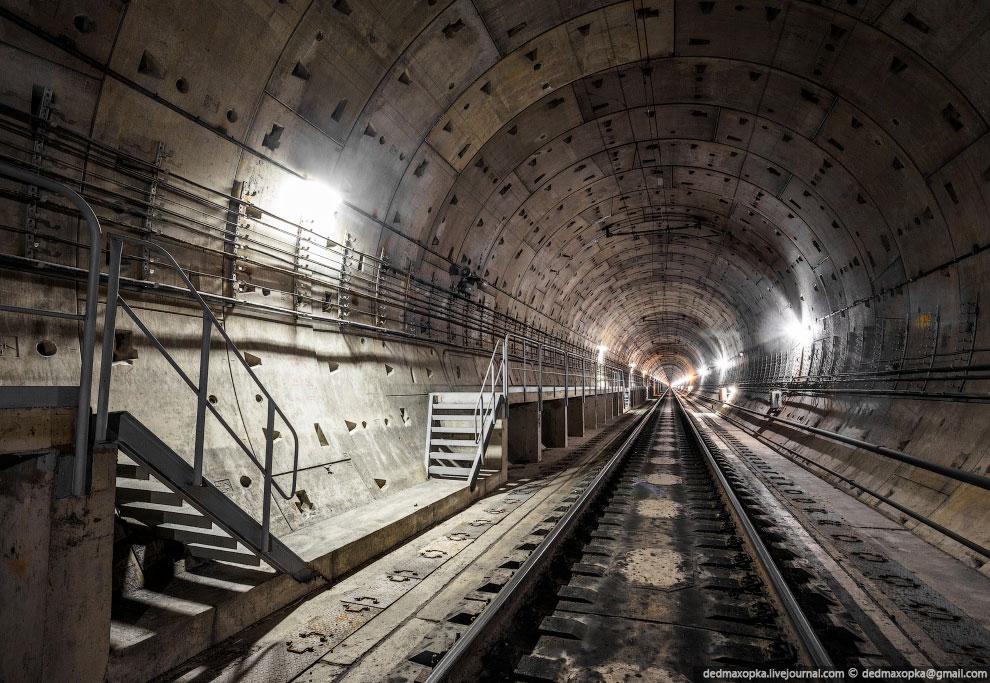 Протяженность тоннеля составляет 2253 метра: