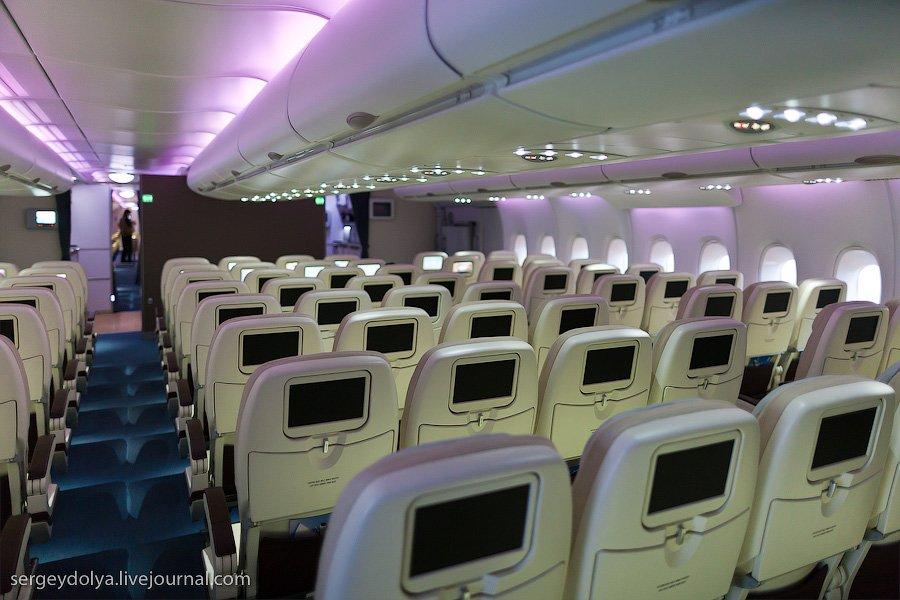 На самолете предусмотрено несколько комнат для отдыха экипажа. Они спрятаны на уровне нижней палубы,
