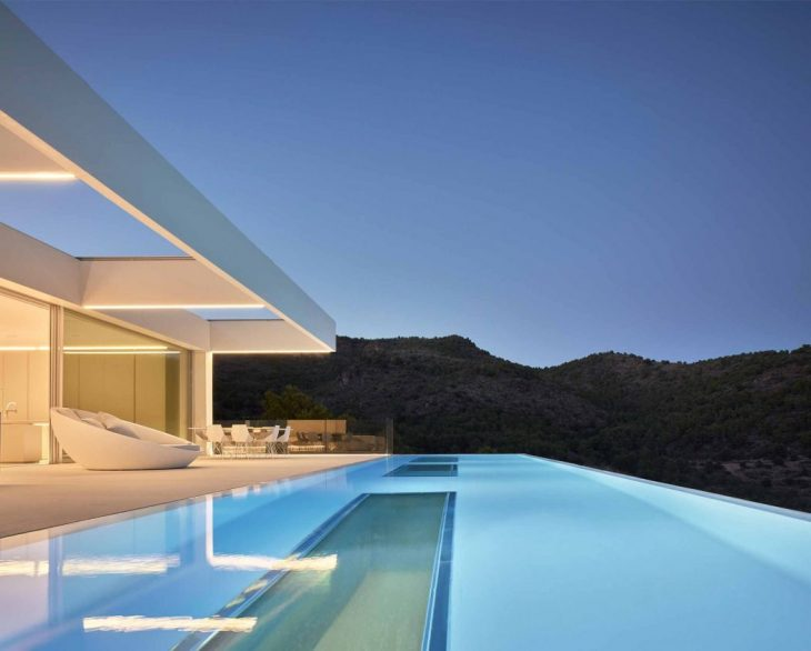 Ramon Esteve Estudio   designed this stunning single family house located in Valenc