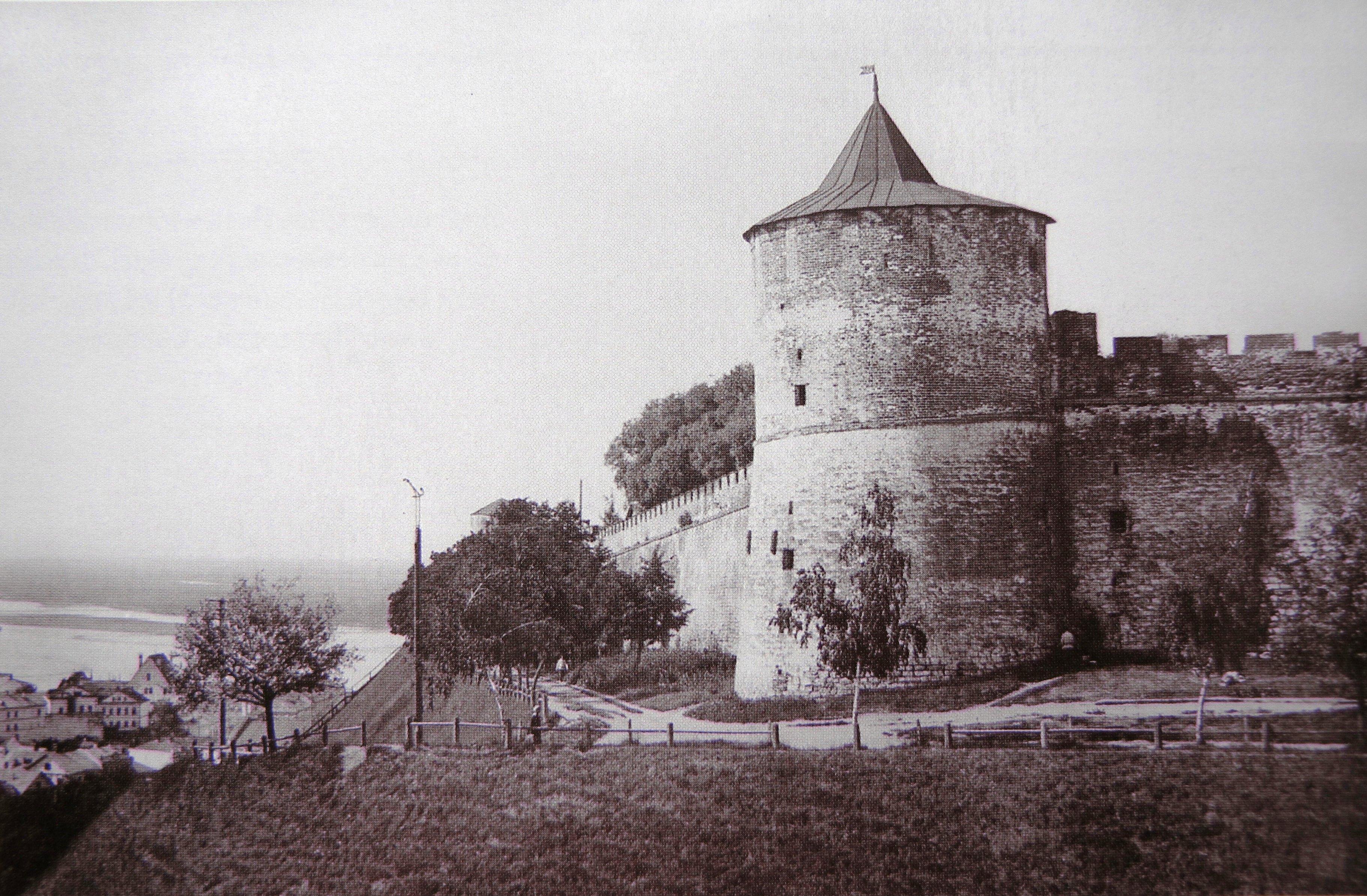 Вид на Коромыслову башню