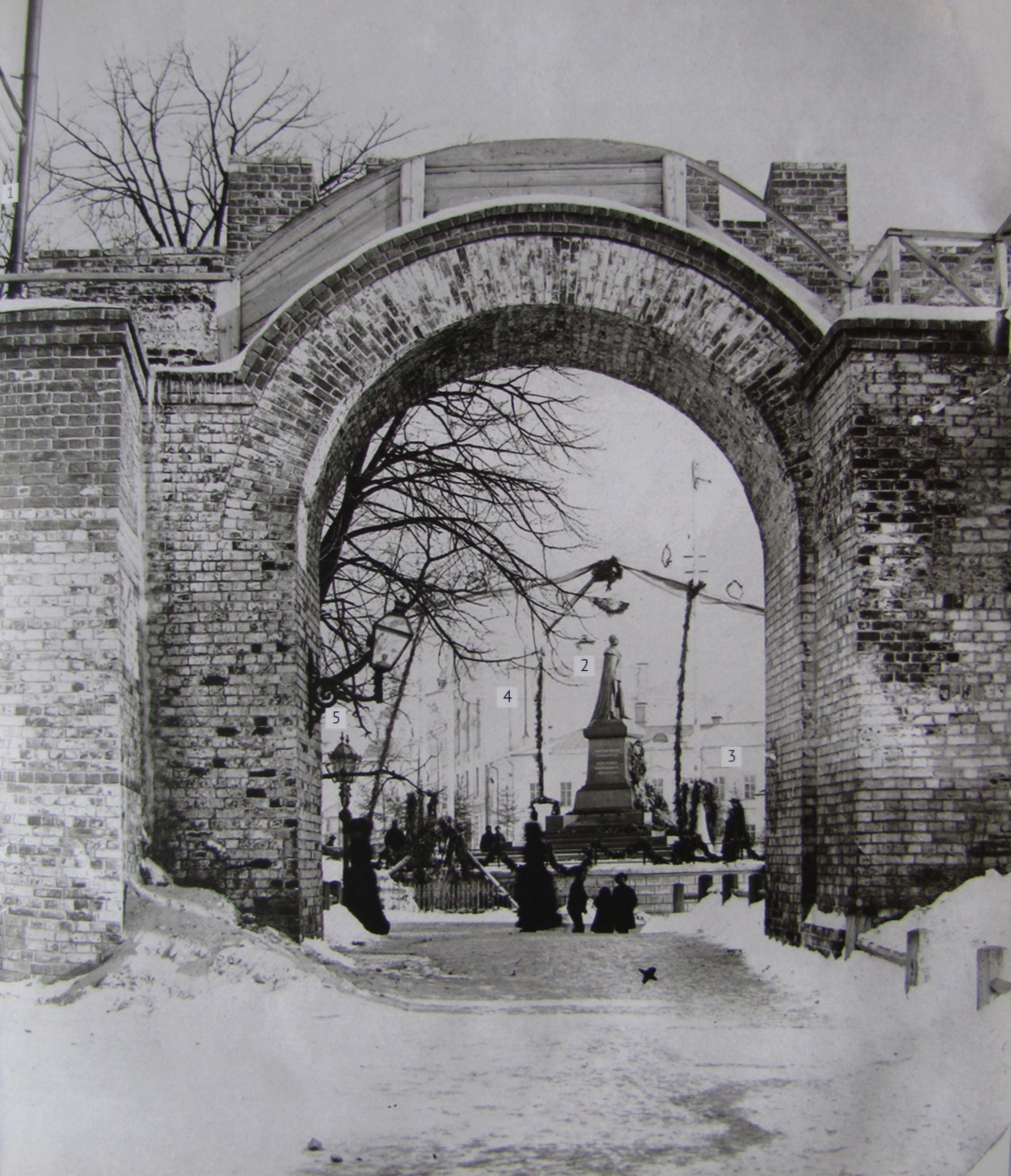 Проломные ворота в Кремле
