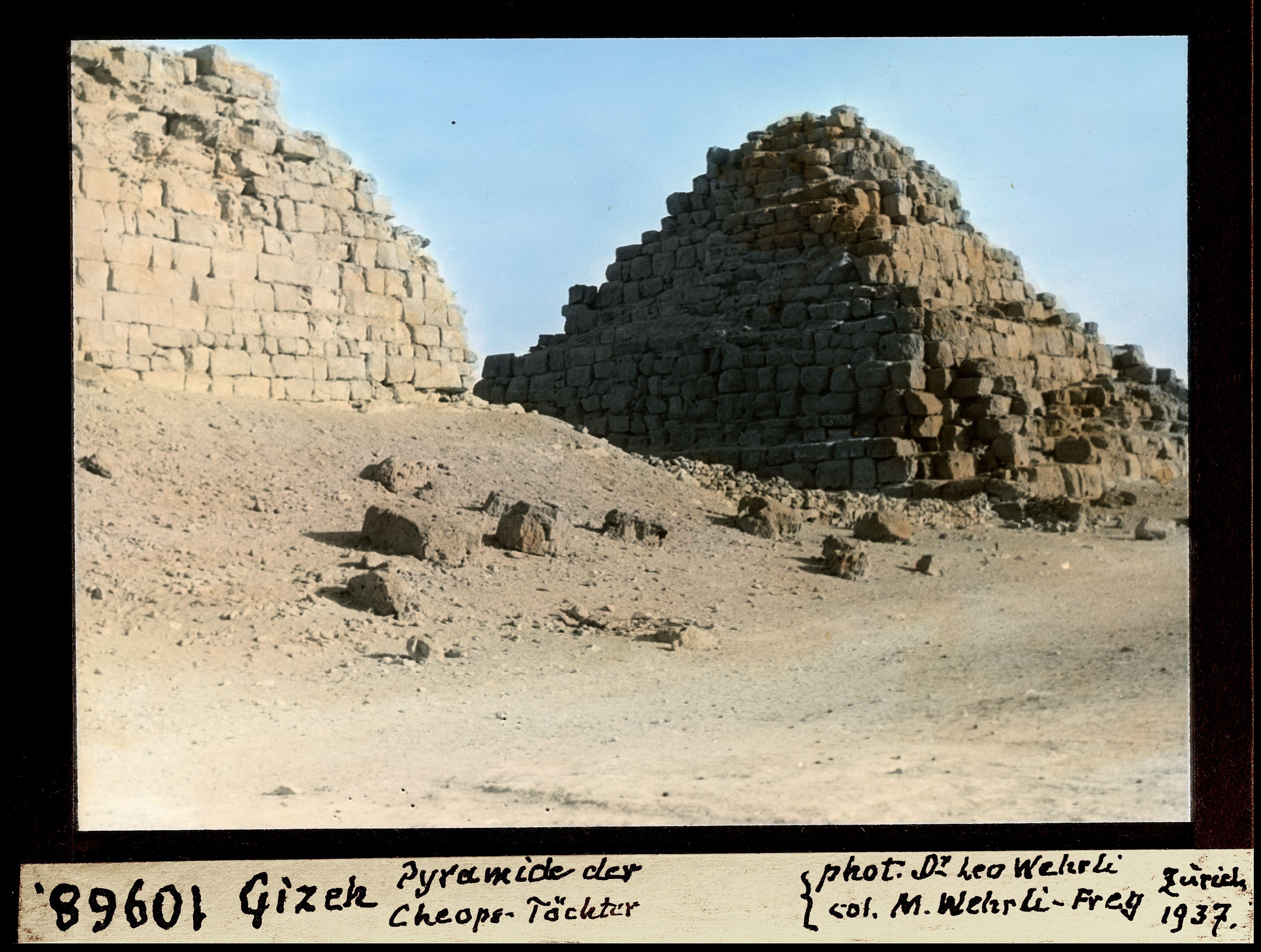 Гиза. Малые пирамиды цариц Хеопса