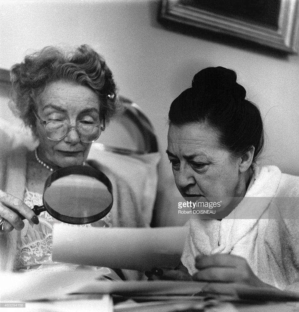 1953. Редактор американского издания Harper's Bazaar Кармел Сноу и фотограф Луиза Даль-Вульф