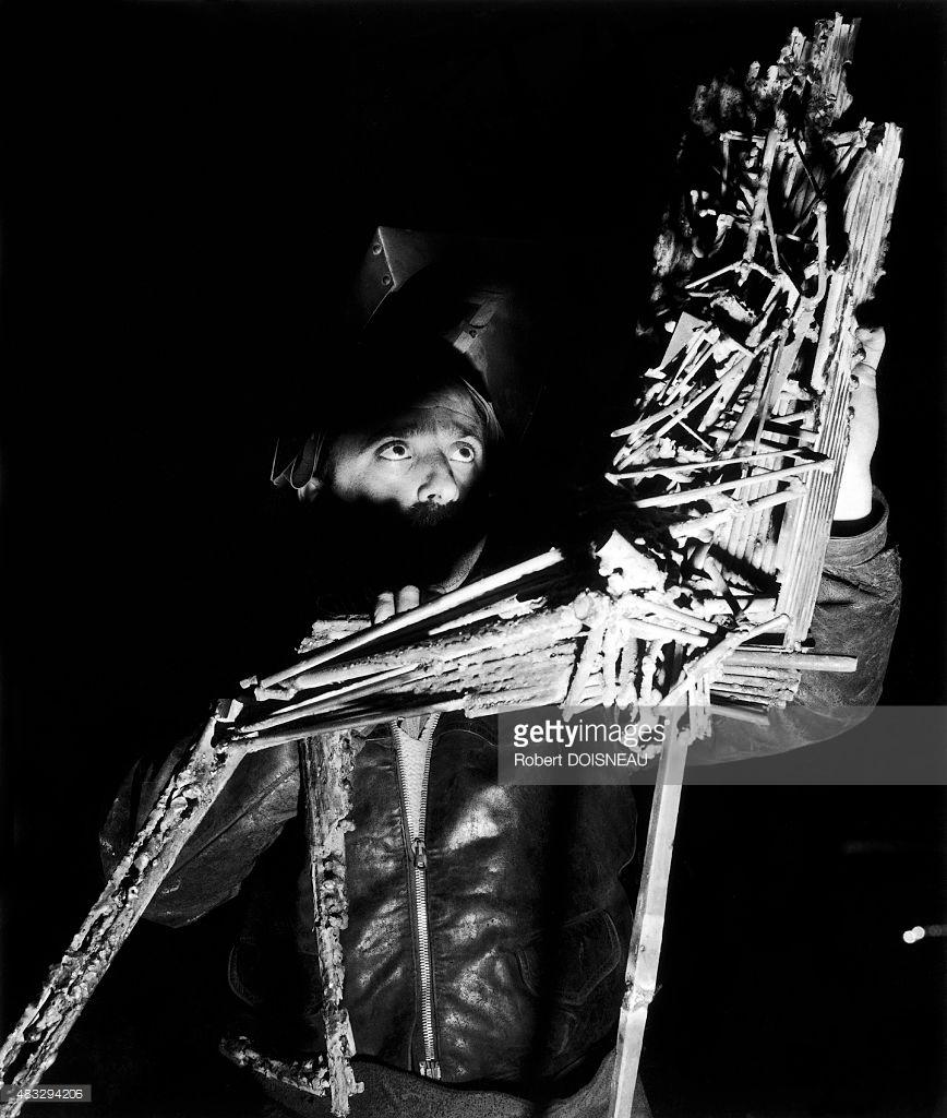 1955. Французский скульптор  Сезар Бальдаччини