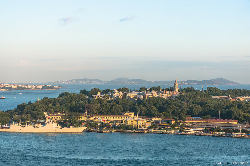 Дворец Топкапы в Стамбуле. Вид с Галатской башни.