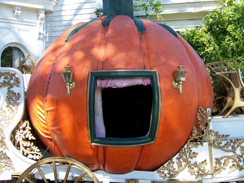 cinderella-pumpkin-coach-1106612999772469il.jpg