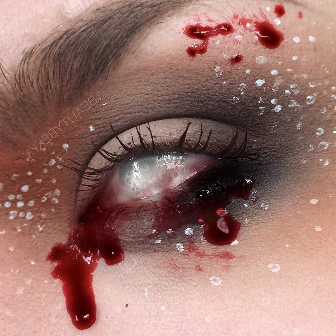Новый тренд на Хэллоуин: «вырезанная» стрелка