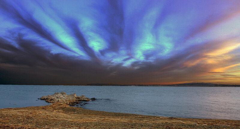 Разбросал по небу закат чудные узоры