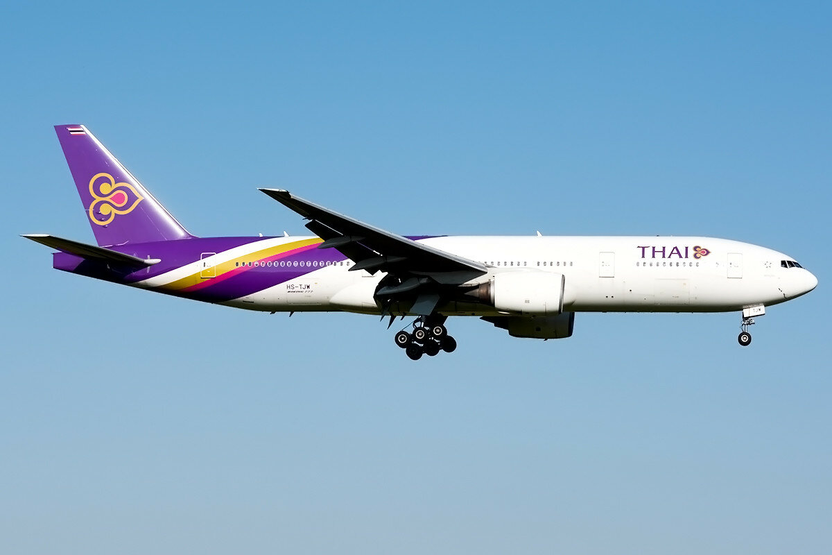 Boeing 777-2D7(ER). Thai Airways International. HS-TJW.
