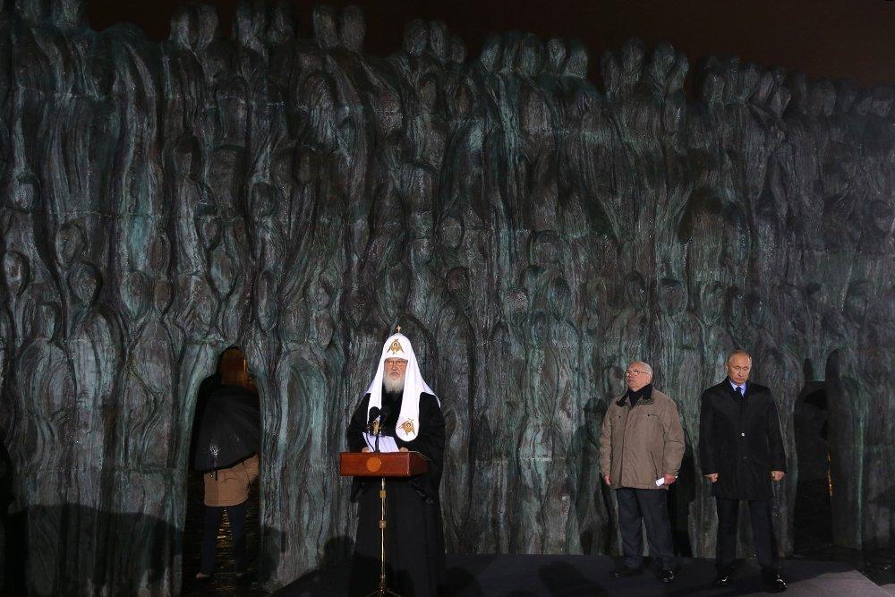 20171030_18-35-Президент назвал грандиозным монумент Стена скорби в Москве-pic04