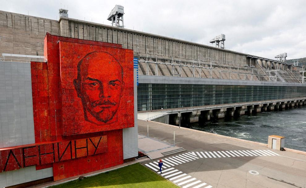 19. Ленин в парке развлечений в Сочи. (Фото Alexander Nemenov):